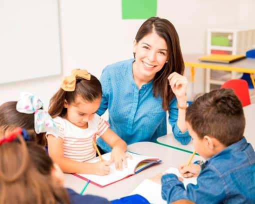 Estudiar Auxiliar de Educación Infantil y Jardín de Infancia